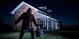 Bright lights discourages burglar