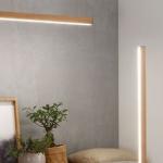 LED Licht in warmen Holztönen