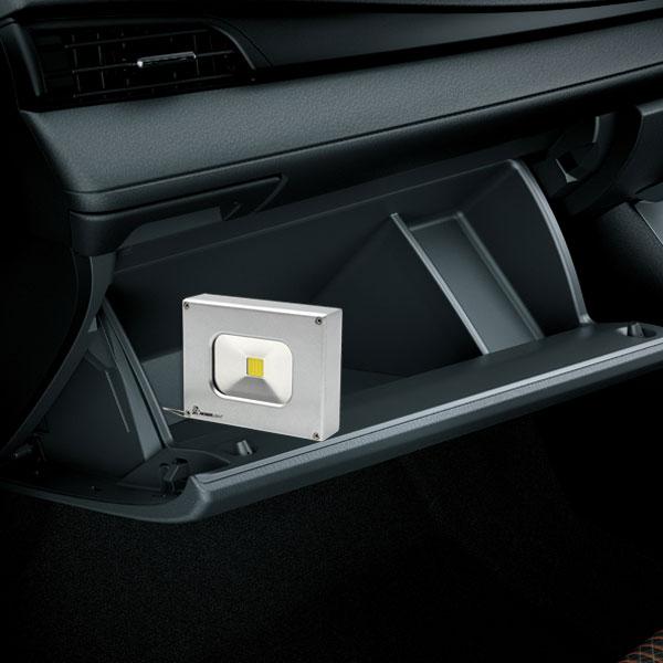 noser mini led strahler mit integrierter power bank. Black Bedroom Furniture Sets. Home Design Ideas